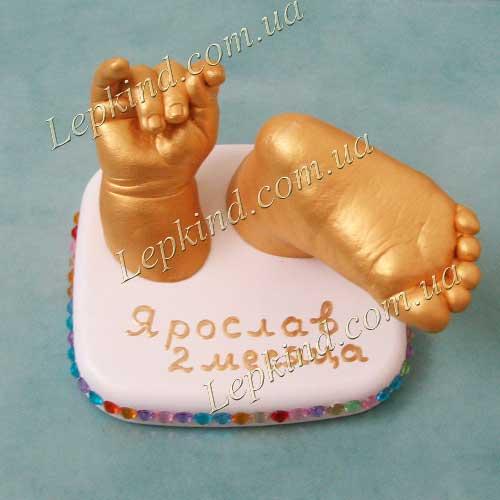 Cлепки рук и ног ребенка на подставке с декором Лепkind